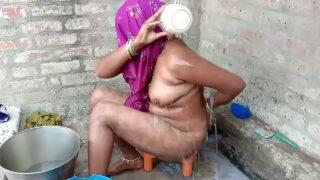 desi village shameless bhabhi bathing outdoor sex mms