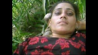 Beautiful tamil Village Girl Outdoor Fucking With Boyfriend in jongal
