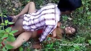 Desi girl Nude Boobs Pressed Hard by Old Man in jangal Video